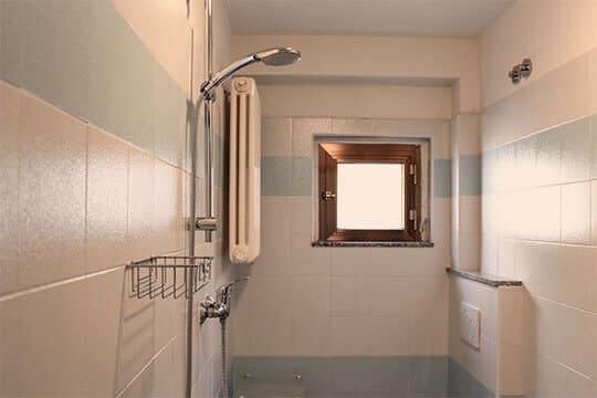 appartamenti-a-Misano-Adriatico-vicino-al-mare-bagno-con-finestra