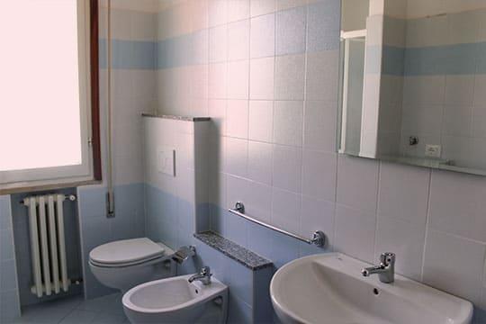 appartamenti-a-Misano-Adriatico-vicino-al-mare-bilocale-centrale-bagno