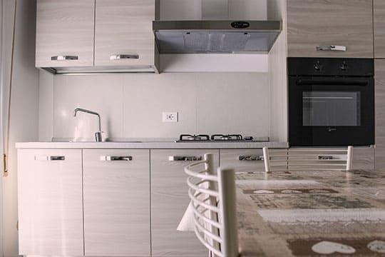 appartamenti-a-Misano-Adriatico-vicino-al-mare-bilocale-centrale-cucinotto
