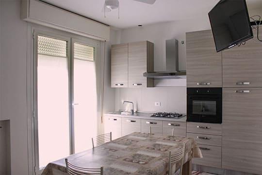 appartamenti-a-Misano-Adriatico-vicino-al-mare-bilocale-centrale-cuina