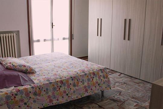 appartamenti-a-Misano-Adriatico-vicino-al-mare-bilocale-centrale-vista-camera