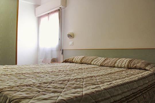 appartamenti-a-Misano-Adriatico-vicino-al-mare-bilocale-mansardato-camra-da-letto