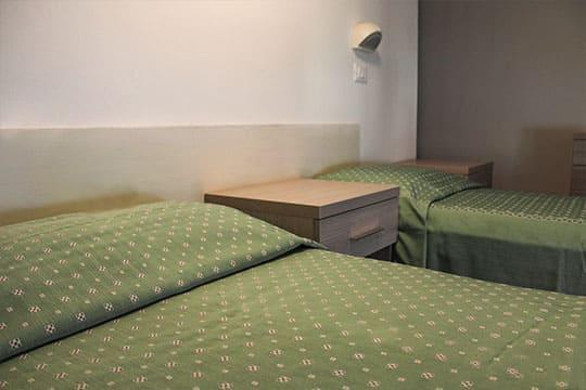 appartamenti a Misano Adriatico vicino al mare bilocale mansardato lettini
