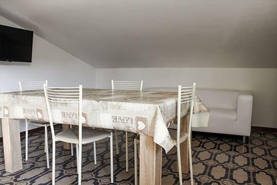 appartamenti-a-Misano-Adriatico-vicino-al-mare-bilocale-mansardato-salottino