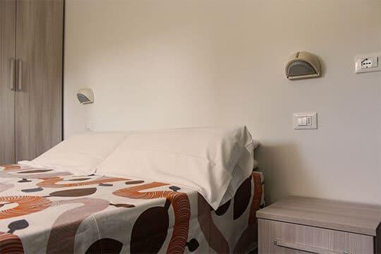 appartamenti-a-Misano-Adriatico-vicino-al-mare-letto